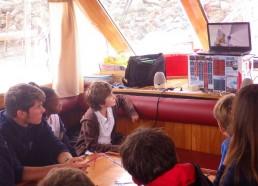 Les matelots montrent leurs vidéos
