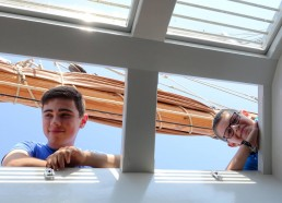 Gatien & Mathéo surveillent depuis le roof le rangement des courses