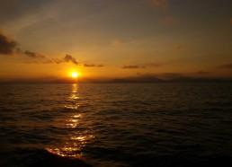 Après une nuit de navigation, le soleil apparait