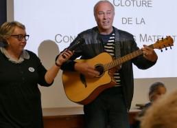 Olivier Rech chante l'hymne des Matelots de la Vie