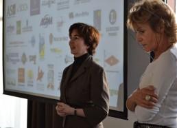 Mme EMDIN, directrice du programme Create Joy du groupe Vivendi explique le soutien apporté à l'association