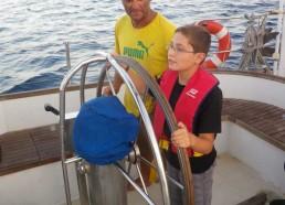Philippe le capitaine donne ses instructions à Hugo