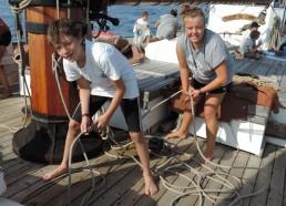 Erwann et Aziliz sur le pont pour la dernière navigation