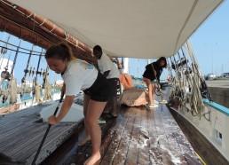 Aaliyah, Makhan et Amandine frottent le pont