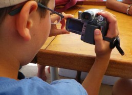 Hugo se familiarise avec cette fameuse caméra