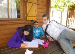 Laura, Loïc et Sofhien racontent leur stage aux enfants des hôpitaux