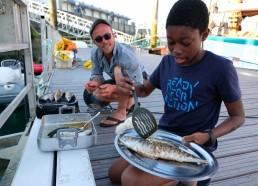 Adrien et Idrissa grillent nos beaux maquereaux