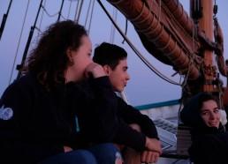 Camille (ancienne matelote), Gatien et Isaure (référente médicale) au petit matin