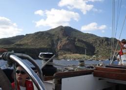 On approche de l'île de Panarea