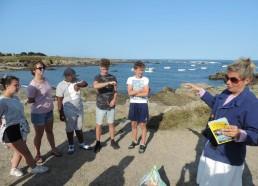 Sandrine explique l'importance de la laisse de mer