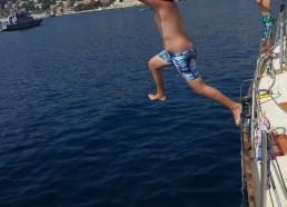 Après 3 semaines d'hésitation, Adam saute du bateau
