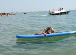 Pas si facile de monter sur un paddle !