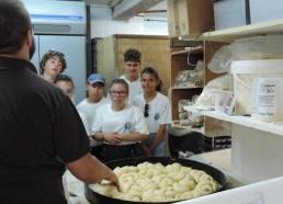 Maintenant c'est visite de la boulangerie « Au Pain d'Auré »