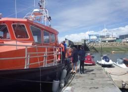 Les matelots visitent le bateau de la SNSM 203