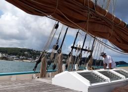 Préparation du bateau pour prendre le large