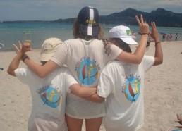 Trois matelotes contemplent la baie de Calvi…
