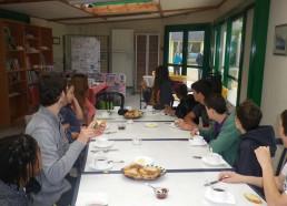 Petit déjeuner matinal, une grande journée attend les Matelots