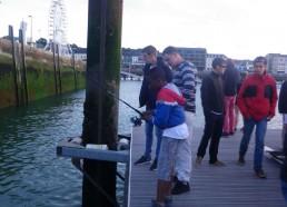 Avec une canne à pêche pour les poissons