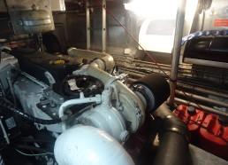Un des deux moteurs du bateau de la SNSM
