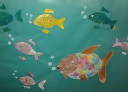 Concours dessin : Mon plus beau poisson - Défilé de poisson arc-en-ciel et ses amis réalisé par un grand groupe d