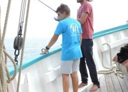 Sur le pont, on pêche