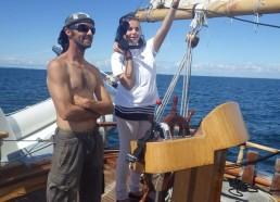 Cécilia montre le cap au capitaine Dimitri