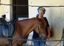 Romane parle à l'oreille des chevaux