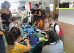 Les Matelots dans l'atelier de l'association