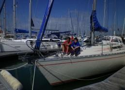 Exercices vidéo sur un bateau