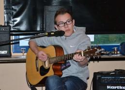 Un Matelot 2013 prend la guitare pour clôturer la soirée