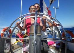 Loïc et Yann dirigent le bateau