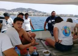 Yannis, parrain de l'expédition est à bord du Fleur de Lampaul