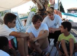 Noé en plein échange avec les Matelots