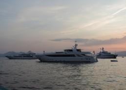 Nous découvrons de nouveaux types de bateaux à Cannes