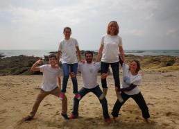 Avant de quitter la plage, les Matelots pensent à la nettoyer intégralement. Merci les Matelots
