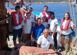 Guy Monfort et Jean Pierre Vigouroux entourés des matelots de la vie