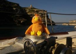 Boopy et les matelots quittent le port de Bonifacio