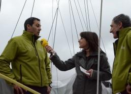 Les skippers de Team Plastique au micro de Virginie Valentini pour I-Télé