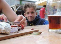Pascalou nous tient compagnie et profite bien du saucisson:)