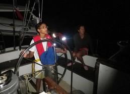 Loïc à la barre pour sa première nuit de navigation