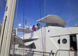 Les matelots visitent le Yacht voisin