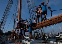 Avec Léna (matelote 2016) et la mairesse de St Malo sur la baume du bateau