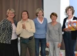 De gauche à droite: Christine (secrétaire adjointe), Bibi (trésorière), Catherine (secrétaire), Michèle (trésorière adjointe) et Françoise (présidente)