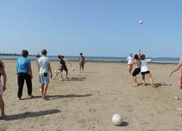 Un mélange de volleyball et de foot