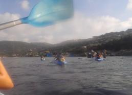 Les matelots longent les côtes de granitique de Campomoro