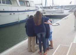 Les matelots se réunissent ensemble pour être plus fort